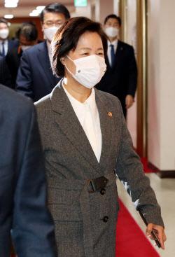 [포토]추미애 장관, 국무회의 참석