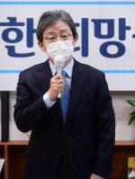 """유승민 """"文 대통령, 박근혜 전 대통령 사면 결단하라"""""""