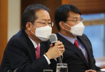 """홍준표 """"MB·朴은 정치 희생양…사면요구 아닌 석방요구해야"""""""