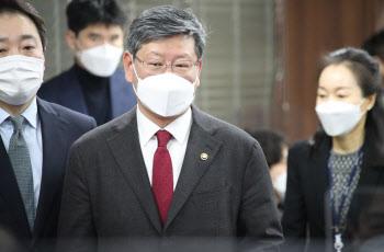 '김학의 불법 출금' 의혹 인사들의 석연찮은 해명…누명일까 발 빼기일까