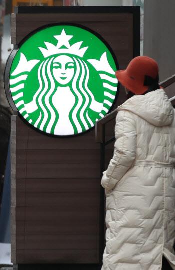 """카페 취식 허용에…스타벅스 """"방역수칙 철저히 준수"""""""