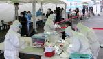 [코로나 1년]백신·치료제 개발해도 인류와 '불편한 동거' 계속될 듯