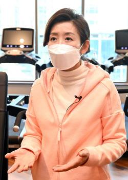 [포토]나경원, '코로나19로 어려움 처한 헬스장 찾아 면담'