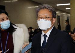 [포토]중기부 장관에 내정, '취재진 질문 받는 권칠승 의원'