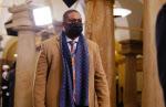 美 의회폭동 홀로 맞선 흑인 경찰…바이든 취임식서 해리스 호위