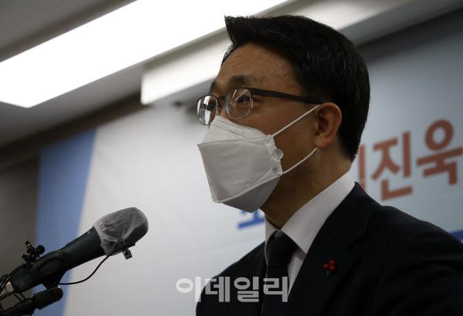 """김진욱 초대 공수처장, """"자기 성찰적 권한 행사할 것"""""""