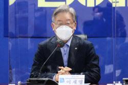 """BTJ열방센터 찾은 경기도민 100% 검사…이재명 """"현장노고 감사"""""""