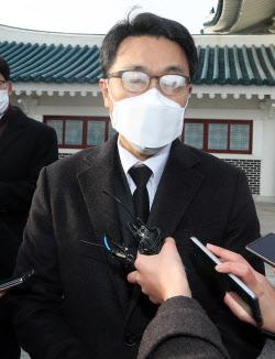 [포토]질문에 답하는 김진욱 공수처장