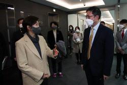 [포토]나경원 전 의원, '코로나19 백신 개발 연구소 방문'