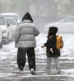 오늘부터 사흘간 태풍급 강풍 눈·비..빙판길·시설물 유의
