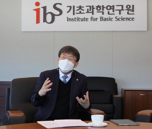 """""""韓 코로나 백신 기초연구 부족, 바이러스硏으로 대응력 키우겠다"""""""