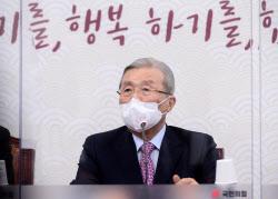 """김종인, 재보선 앞두고 대여 공세 """"文 취임사는 가짜뉴스"""""""