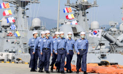 해군 수병의 상징, 남색 나팔바지 사라진다