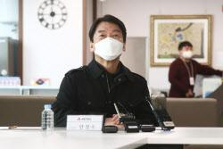 [포토]스마트팜 연구 현장, '인사말하는 안철수 대표'