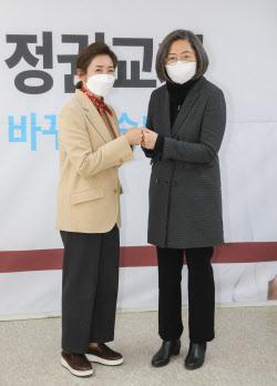 [포토]나경원 캠프 합류 이수정 교수, '정치 아니다...정책 자문'