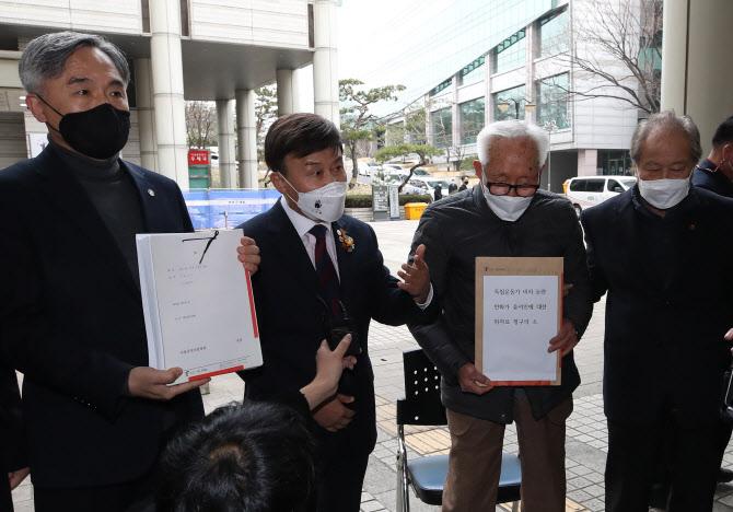 독립운동가 조롱 윤서인…2억4900만원 위자료 소송