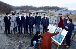 [포토]'LH임직원 매수 의심 현장 살펴보는 국민의힘 의원들'