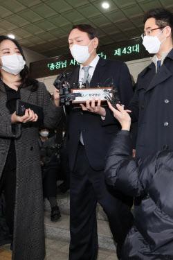 [포토]대검찰청 나서는 윤석열 총장