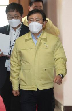 [포토] 중대본회의 참석하는 권덕철 보건복지부장관