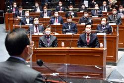 [포토]의원총회, '발언듣는 오세훈-박형준'