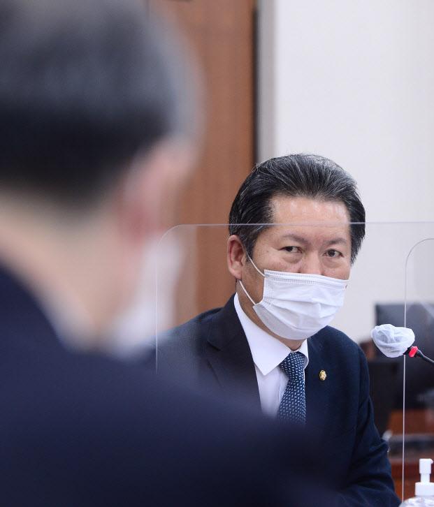 """정청래 """"업무상 비밀로 불법 취득 이익 처벌 강화"""""""