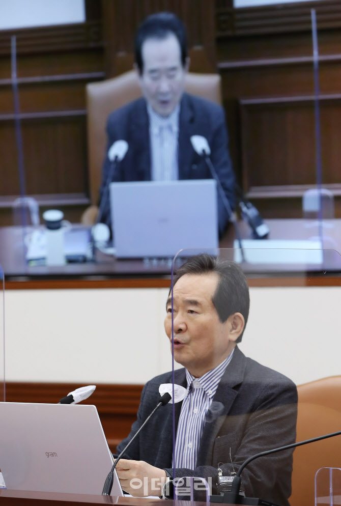 정세균 총리, 코로나19 백신·치료제 상황점검회의에서 모두발언