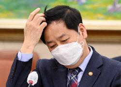 [포토] Ку Юн Чхоль, директор Управления по координации государственных дел, присутствовавший на Политической комиссии.