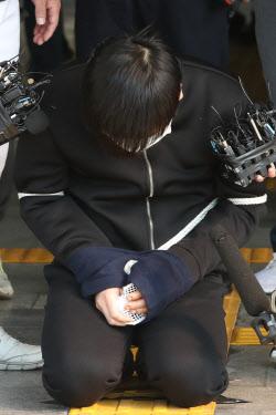 [포토]'서울 노원 세 모녀 살해' 김태현, 무릎꿇다