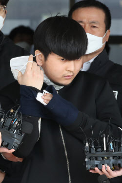 """[사사건건]얼굴 공개한 살인마 김태현…""""명백한 스토킹 범죄"""""""