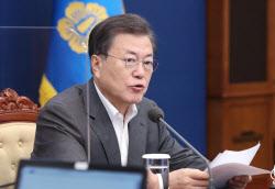 """""""레임덕 막아라"""" 국정 고삐 죄는 文…홍남기 경제팀 교체할까"""