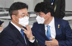[포토]윤호중-박완주, '민주당 원내대표 경선 첫 토론'