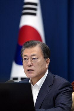 """文, 전효관·김우남 의혹 """"감찰 실시해 단호한 조치"""""""