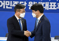 민주당, 원내사령탑 선출…'개혁' 윤호중 vs '쇄신' 박완주