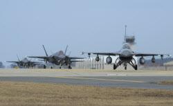 한·미 공군, 전투기 등 70여대 투입 '연합 편대군 훈련'