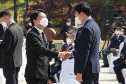 [포토]4·19혁명 제61주년 기념식 참석한 안철수 대표
