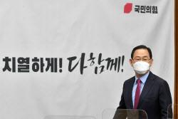 [포토]주호영, '안철수와 작당? 김종인의 오해...특정인 도운 적 없다'