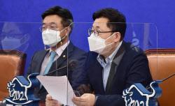 [포토]원내대책회의, '모두발언하는 홍익표 정책위의장'