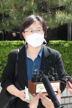 [포토]'패소' 재판에 대해 입장 밝히는 이상희 변호사