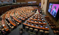 [포토]대정부질문, '답변하는 홍남기 국무총리 직무대행'