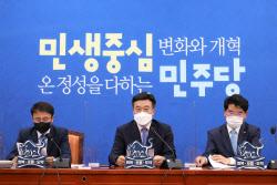 [포토]민주당 원내대책회의, '발언하는 윤호중 원내대표'