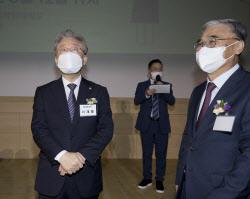 [포토]민주평화광장 출범, '대화하는 이재명-이종석'