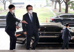 [포토] 신임 총리의 첫 출근길