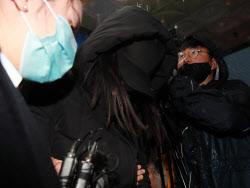 '정인이 양모 무기징역·양부 징역 5년..인간 존엄 짓밟아