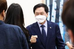 [포토]김기현 기자간담회, '취재진과 인사'
