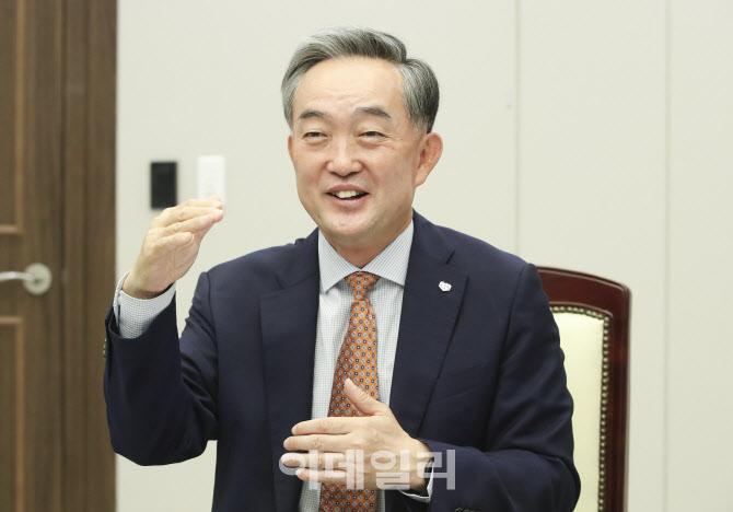 """①신현준 신용정보원장 """"믿을 수 있는 금융데이터 공급"""""""