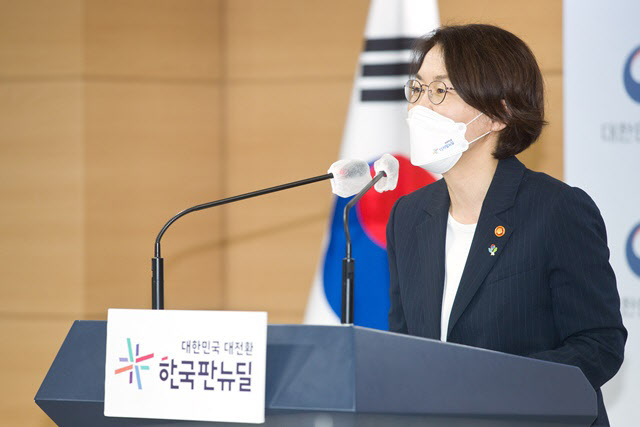 """임혜숙 """"2024년까지 나로우주센터에 고체연료 로켓 발사장 만들겠다"""""""