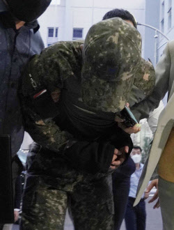 軍법원, '공군 女중사 2차 가해' 혐의 상관 2명 구속영장