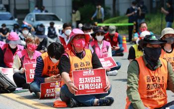"""""""7월이 두렵다""""…최저임금 인상 ·52시간제 확대 '더블 쓰나미' 온다"""