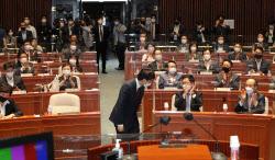 [포토]의원총회, '이준석 대표에 박수치는 의원들'