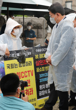 [포토]송영길, '의료사고 피해 유가족과 대화'